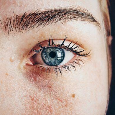 beautiful-blue-eyes-close-up-609549